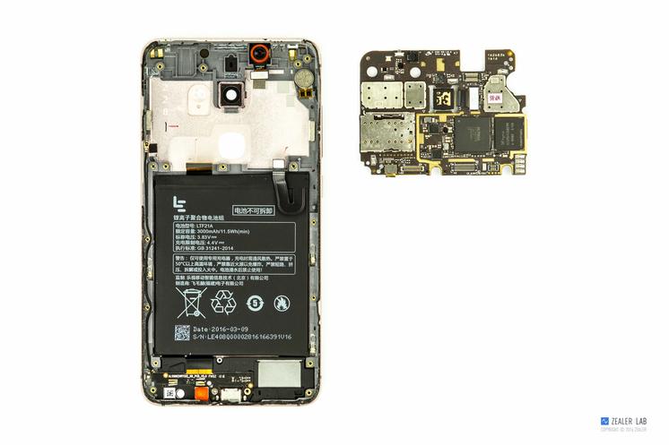 乐视 乐2手机:屏幕上下两侧用的泡棉胶少了